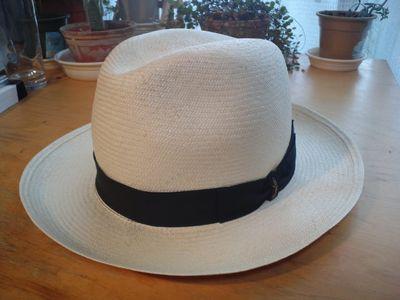 白いパナマ帽
